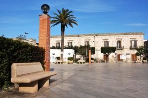 Dinanzi al Municipio e in Piazza Vittorio Veneto