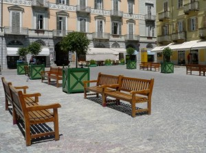 Panchine in piazza
