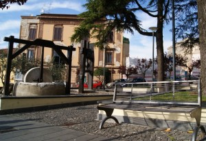 Linee Moderne e antiche testimonianze della città dell'olio