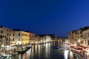 Venezia all'ora blu è ………….