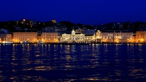 Lungomare di Trieste ripreso dal mare