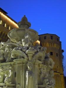 Ora blu esalta la Fontana Masini e la Loggetta veneziana