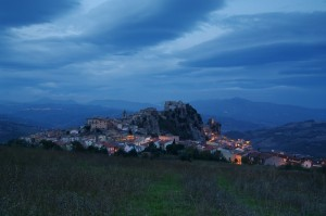 Panorama di Bagnoli del Trigno di sera da sotto il monte San Pietro
