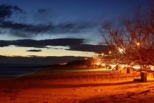 Scende la sera sulla spiaggia