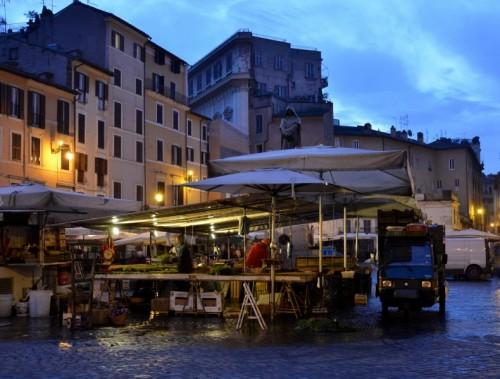 Roma - si preparano i banchi