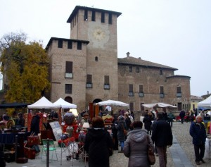ho fotografato il mercato dell'antiquariato a Fontanellato