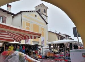 mercato con la neve