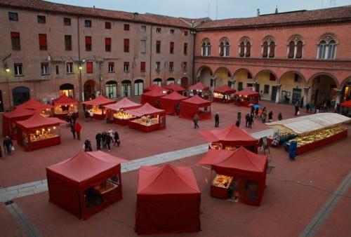 Ferrara - Mercatino in Piazza Municipale