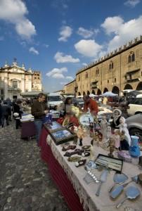 Mercato in Piazza Sordello