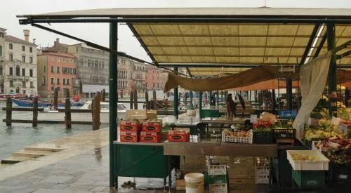 Venezia - Far la spesa sul Canal Grande
