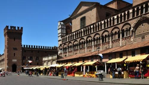 Ferrara - Bancarelle gialle