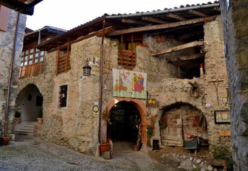 Tenno antiche architetture rurali for Foto case antiche