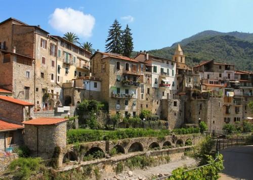 Rocchetta Nervina - Case sul torrente Barbaira