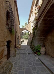 Tra i vicoli di Civita