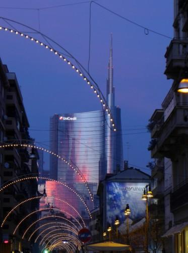 Milano - Il tramonto riflesso sul grattacielo più alto d'Italia
