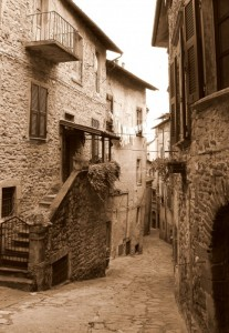 Per le vie dell'antico borgo