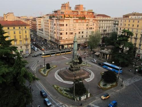 Milano - Sotto l'obelisco