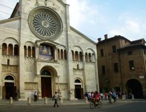 In bici davanti al Duomo