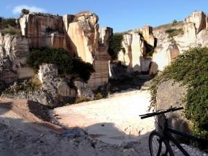 In bici nella cava