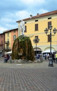 Al centro della piazza