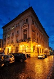 Il Palazzo del Governo nell'ora blu