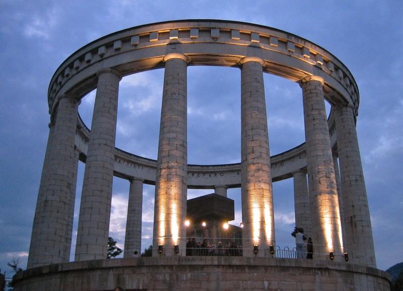 Trento mausoleo di cesare battisti for Architettura fascista in italia