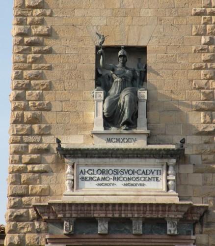 Bergamo - Torre dei caduti : l' Italia vittoriosa