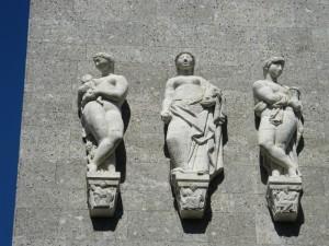 Tre appiccicati lassù
