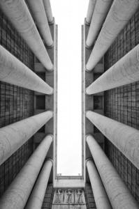 Alte colonne in spazio ristretto