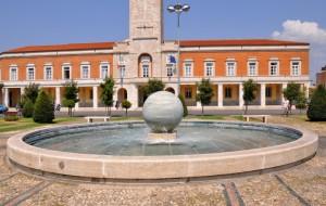 La fontana della palla e Municipio