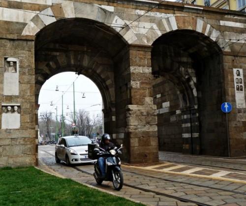 Milano - Sotto gli archi