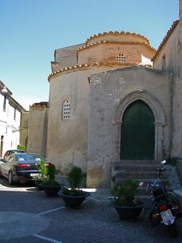 Santa Severina - Davanti al Battistero