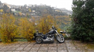 Una Harley trai colli Bergamaschi