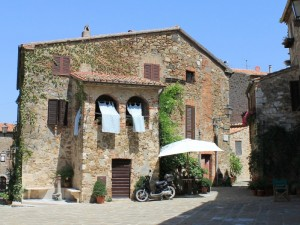 Nel borgo medioevale di Montemerano