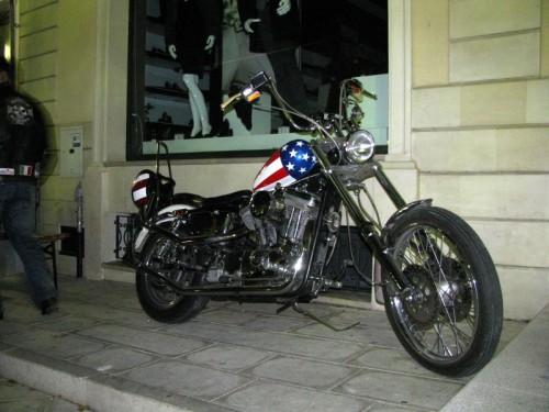 Casarano - Un americano in vetrina